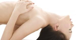 Sortir de la routine au lit avec l'hypnose érotique